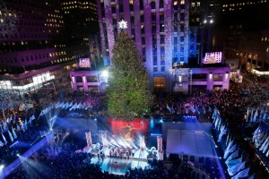 Rockefeller Center Christmas Tree Gets Big-Time Boost from Genie Telescopic Boom Photo: Kathy Willens/AP Photo
