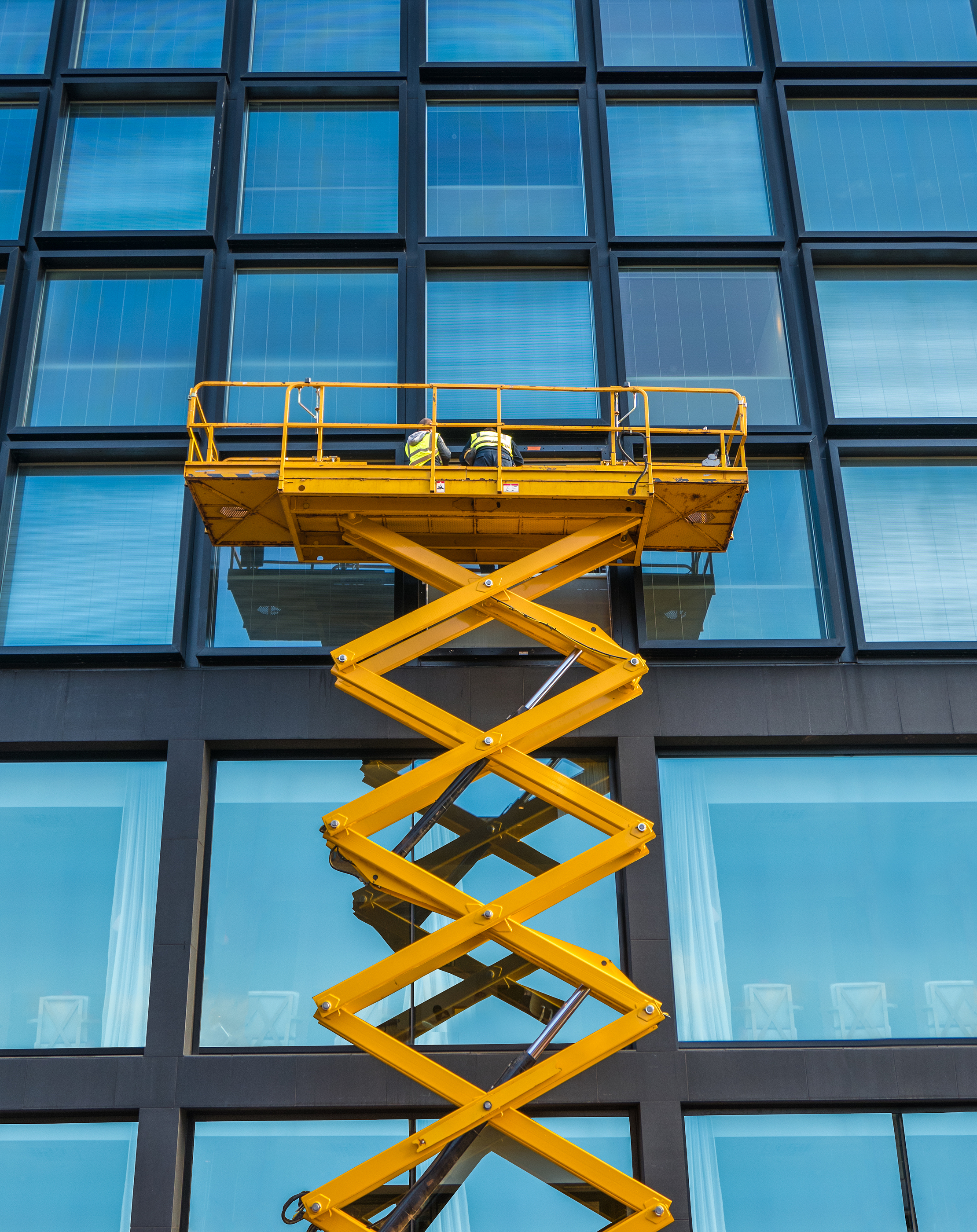 learn how to operate a lift and move a scissor lift